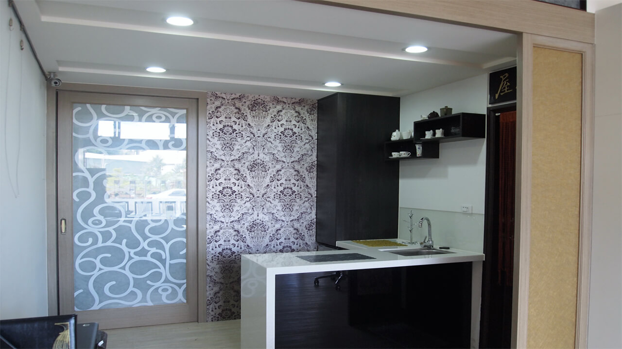 建築設計作品-舊屋翻新-廚房中島櫃與推拉門