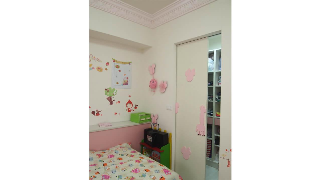 建築設計作品-舊屋翻新-女孩房造型牆與門設計